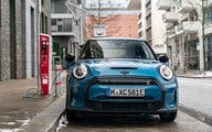 P90413055_highRes_the-mini-cooper-se-e
