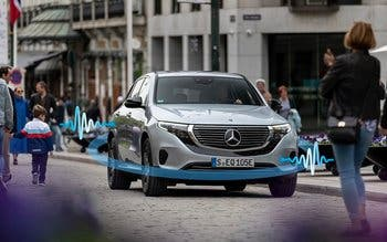 Mercedes-Benz Plug-In Hybride und Elektrofahrzeuge sind mit Soundgeneratoren ausgestattet.   Mercedes-Benz plug-in hybrids and electric models are equipped with sound generators.