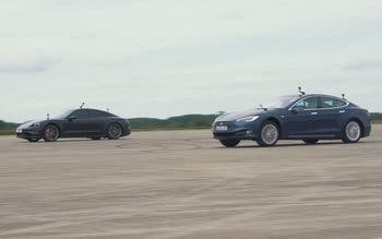 Drag race entre un Porsche Taycan Turbo S y el hasta ahora imbatible Tesla Model S.