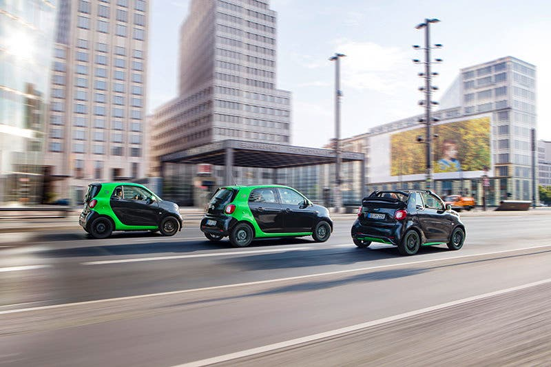 smart electric drive; Exterieur: schwarz; Interieur: schwarz ;Elektrischer Energieverbrauch gewichtet:  13,1 - 12,9  kWh/100 km; CO2-Emissionen kombiniert:  0 g/kmsmart electric drive; exterior: black; interior: black; Electric power consumption, weighted: 13.1 - 12.9 kWh/100km; CO2 emissions combined: 0 g/km