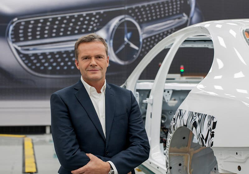 Markus Schäfer, Bereichsvorstand Mercedes-Benz Cars, Produktion und Supply Chain Management, Daimler AG, in der blitzsauberen Versuchsfabrik - Teil der TecFabrik in Sindelfingen. ;Markus Schäfer, Member of the Divisional Board Mercedes-Benz Cars, Manufacturing and Supply Chain Management, Daimler AG, at the spotless test factory - part of the TecFactory in Sindelfingen.;