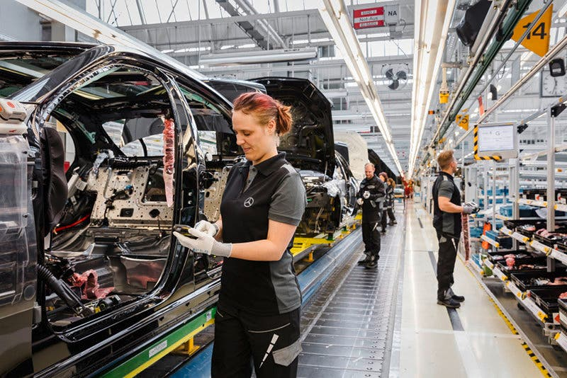 Montage S-Klasse im Mercedes-Benz Werk Sindelfingen  ;Assembly of the S-Class at the Mercedes-Benz Sindelfingen Plant;