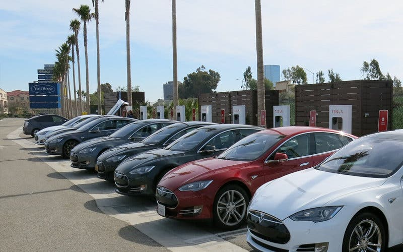 Supercargador Tesla en California
