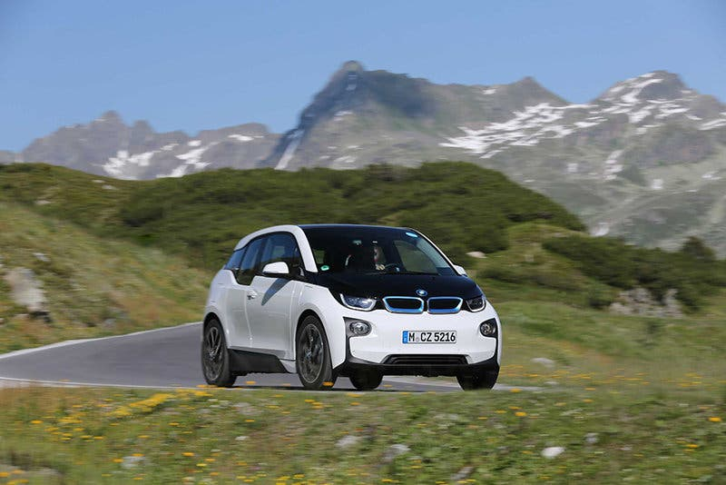 P90199150-bmw-i3-in-capparis-white-with-highlight-bmw-i-blue-07-2015-2249px