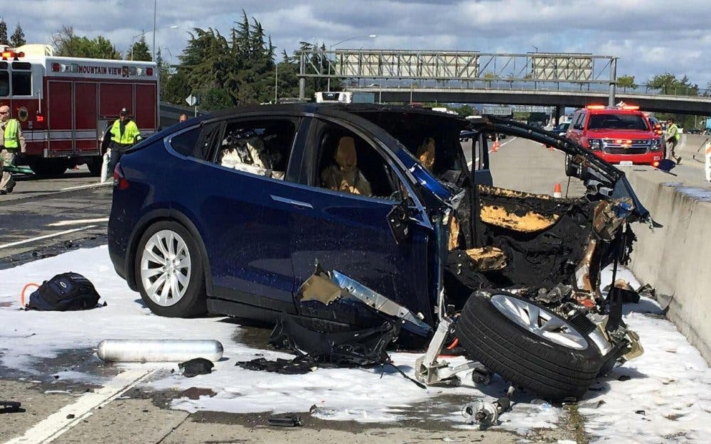 TESLA MODEL X ACCIDENTE