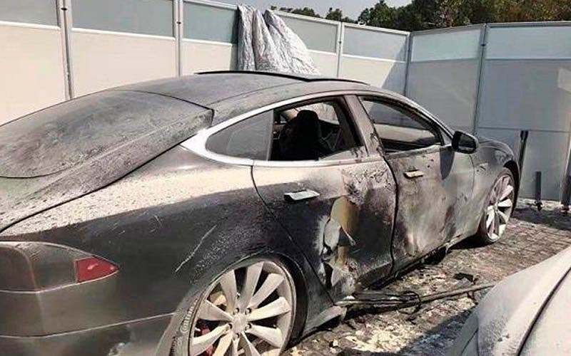 Tesla Model S tras un incendio.