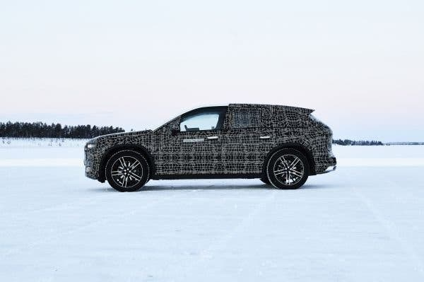 BMW-iNext-winter-testing-3