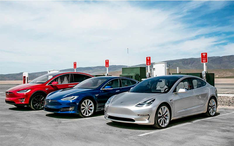 Tesla actualiza por software el Model 3 y por hardware el Model S y el Model X.