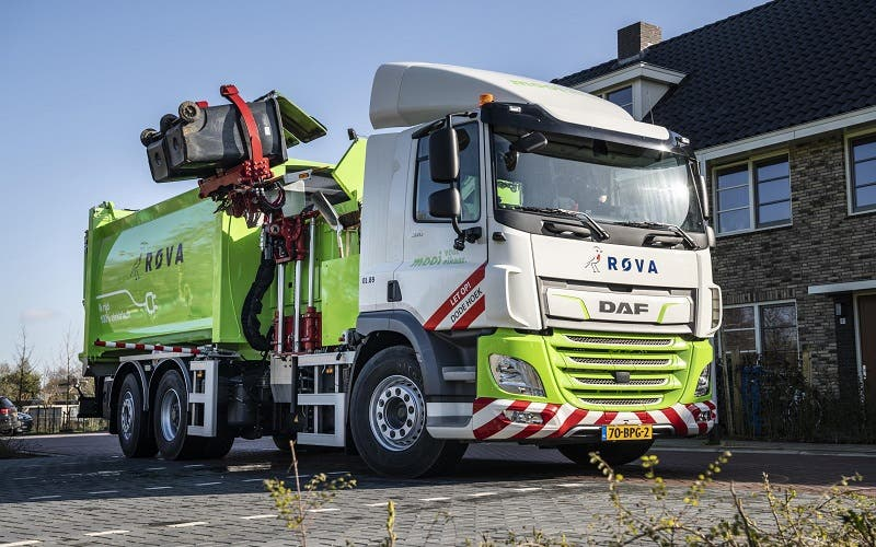 First-DAF-CF-Electric-refuse-collection-truck-delivered-to-ROVA-portada