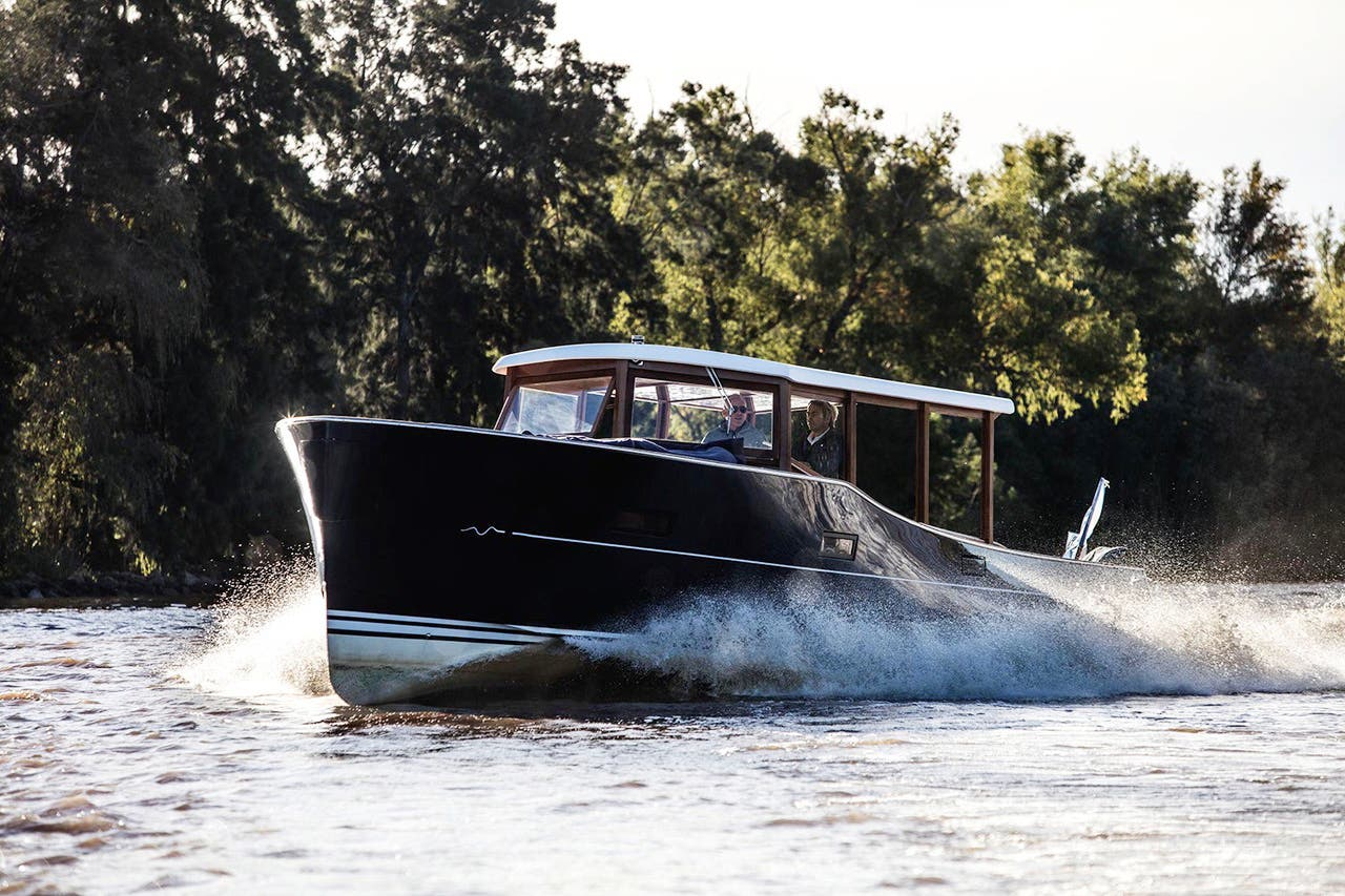 Photoshooting with M_Boat SL42 at Rio de la Plata river in Buenos Aires, Argentina on May 26, 2017